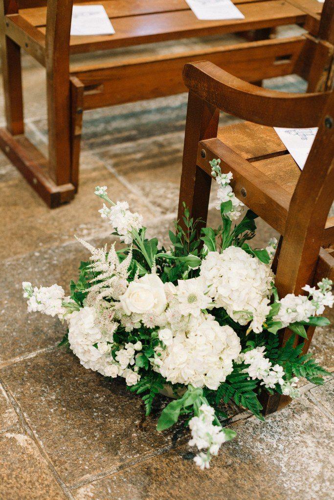 White aisle runner bouquet
