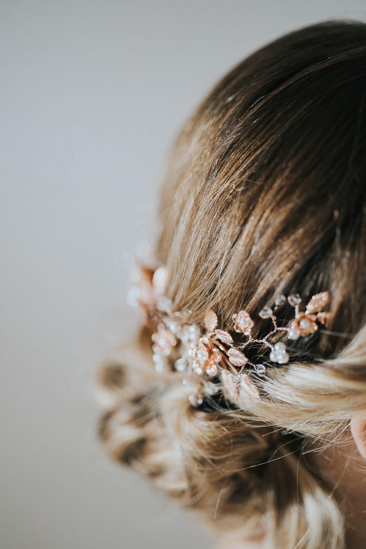 Hair bridal accessory detail