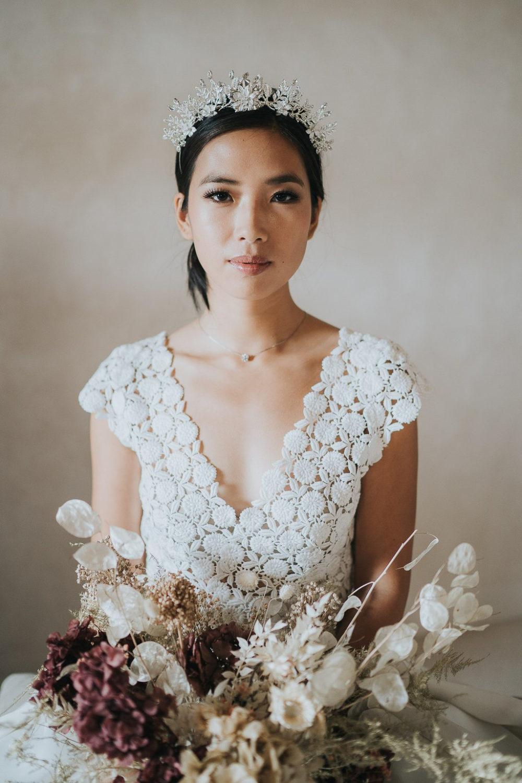 Modern dried flowers bridal bouquet Veronique Lorre
