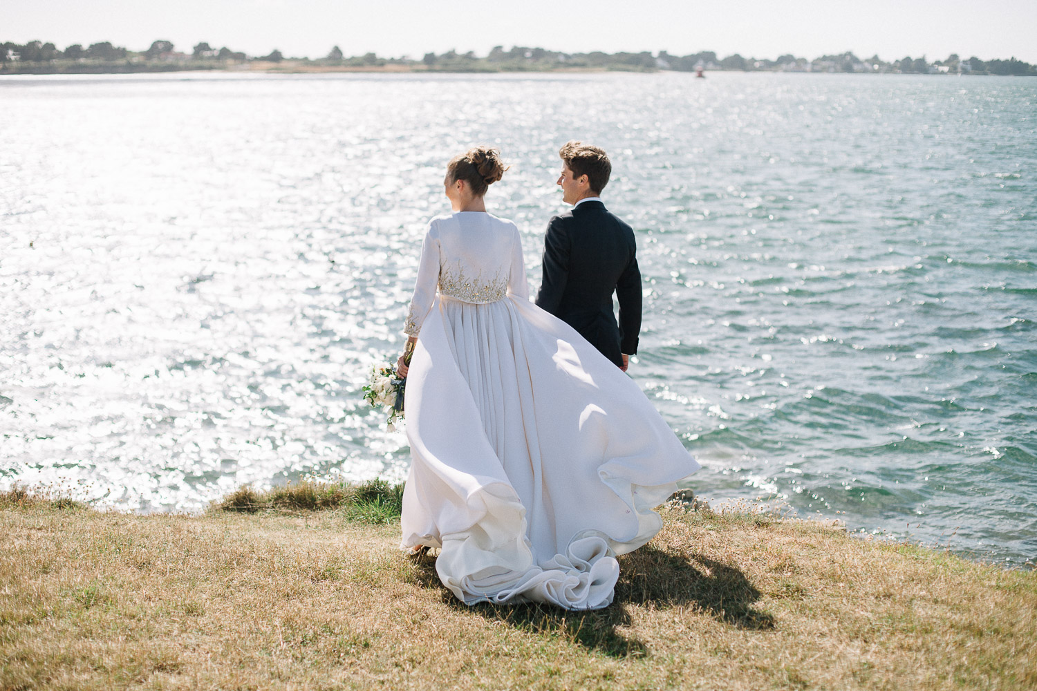 elegant-luxury-white-and-blue-seaside-wedding-in-Brittany-veronique-lorre-wedding-and-floral-fineart-designer-France-21