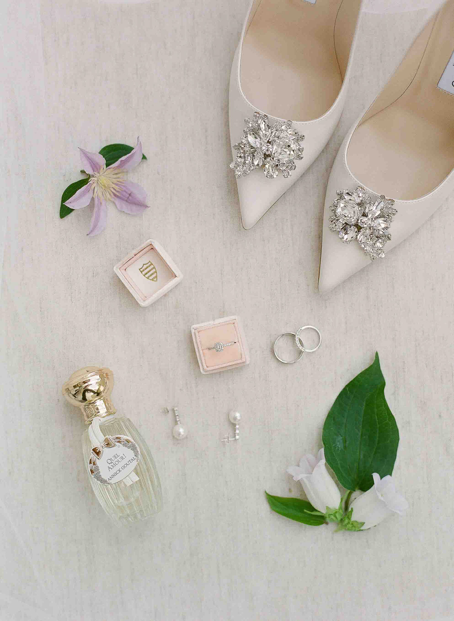 intimate-blush-and-lavender-destination-wedding-Leman-Lake-Veronique-Lorre-refined-floral-and-event-designer-worlwide–22