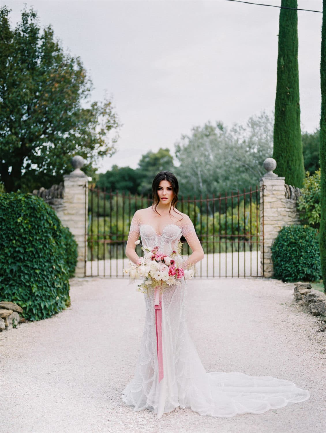 fineart refined modern wedding in domaine les Roullet Oppede