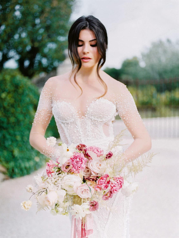 modern refined bridal bouquet