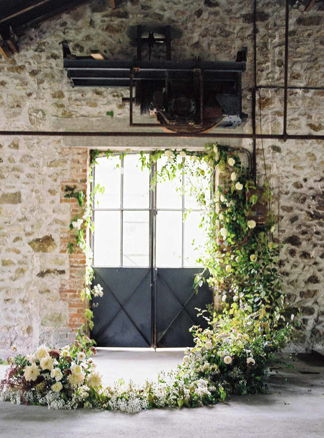 romantic floral ceremony decor