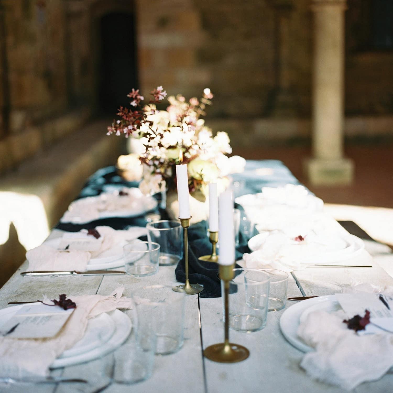 modern table, minimalist wedding, editorial, stylish, modernity, wedding designer Bordeaux, wedding florist La Rochelle, luxury wedding, fall wedding