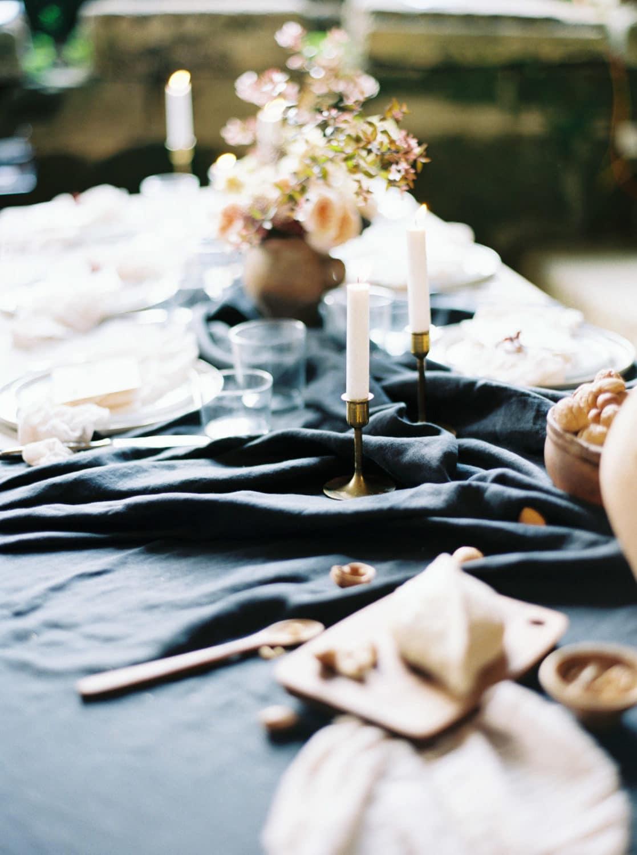 minimalist wedding, table design, table details, wedding details, black wedding table, Veronique Lorre, wedding stylist