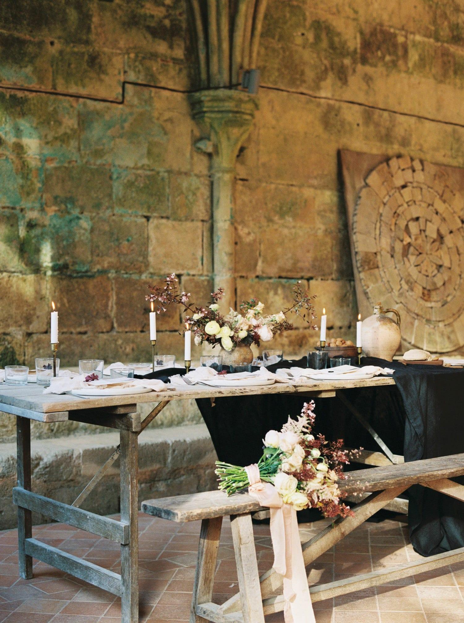 wedding table, editorial shoot, table design, wedding table idea, wedding inspiration, minimalist, modern wedding, bridal shoot editorial, wedding stylist, wedding designer, France