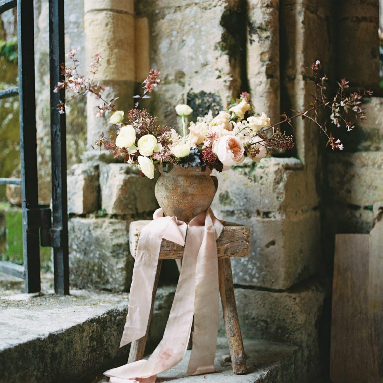 editorial shoot, floral arrangement, fineart flowers, hand tied silk ribbons, organic, fall wedding, wedding designer, florist Bordeaux