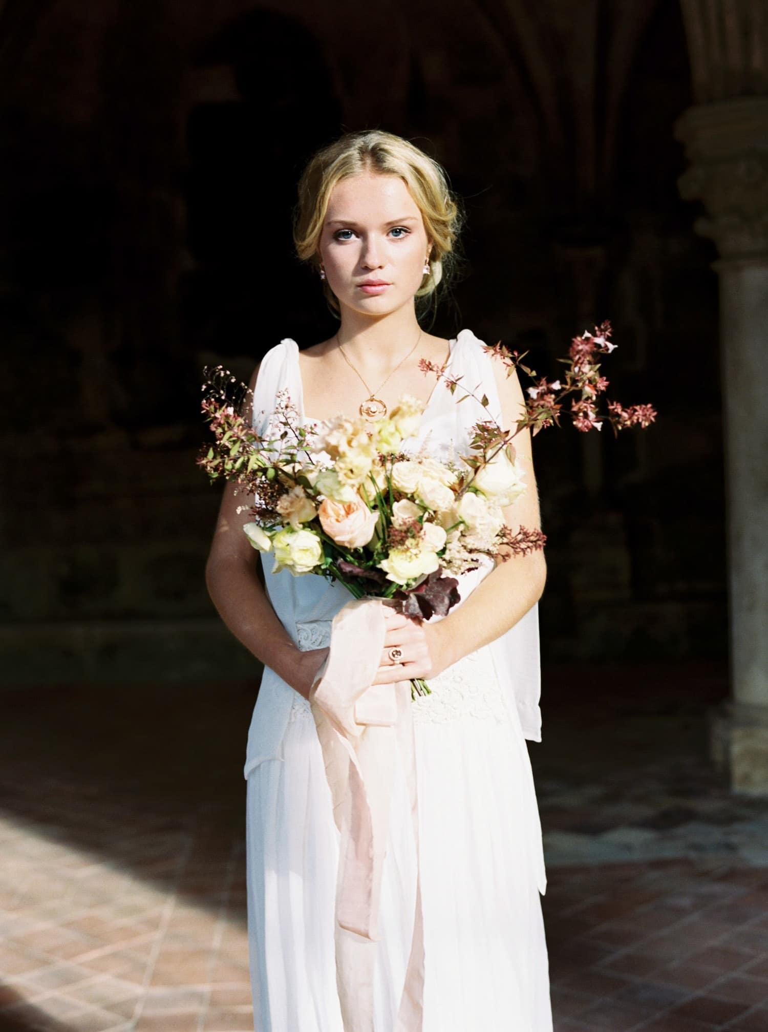 bride, bridal bouquet, autumn wedding, autumn bridal bouquet, silk ribbon, mystical bridal shoot, Veronique Lorre, wedding styling