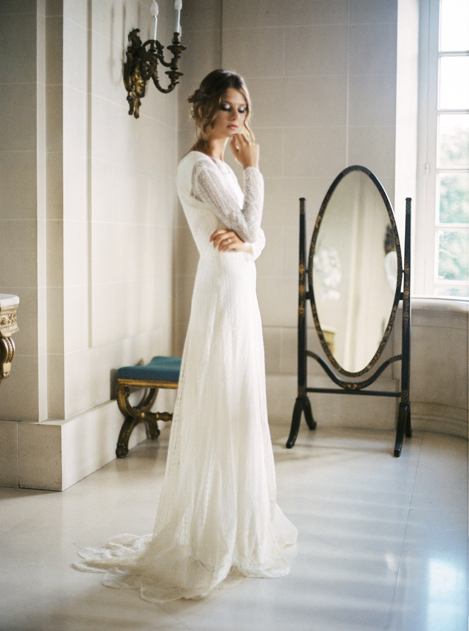 Constance Fournier, wedding dress, bride, romantic luxury wedding, chateau d'artigny, wedding designer, Veronique Lorre