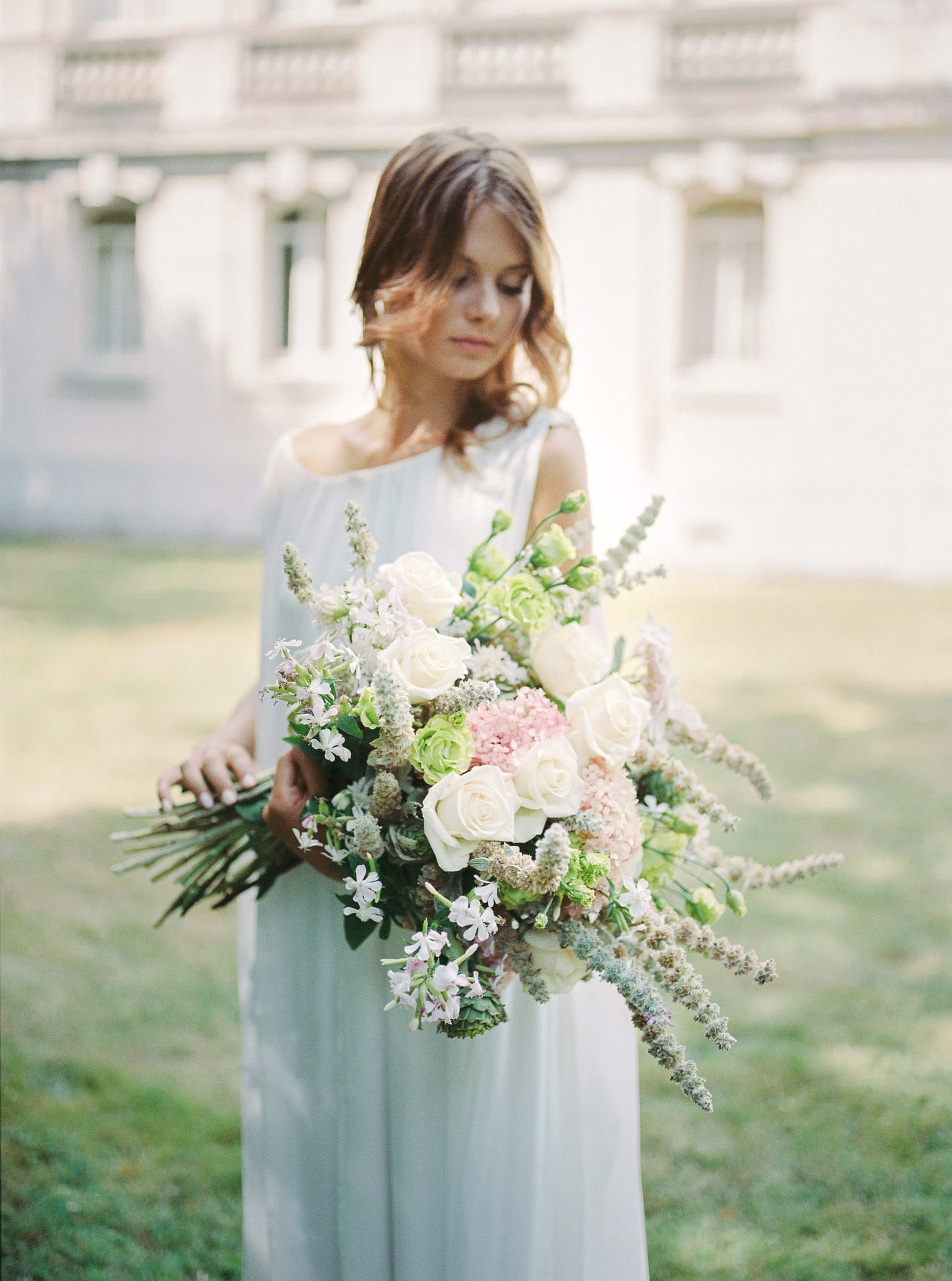 Bride, elegant bride, pink blush bouquet