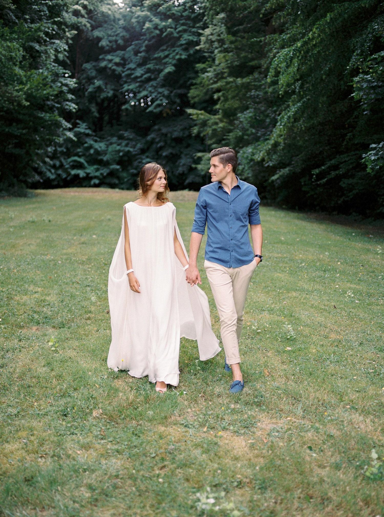 modern bride, minimalist wedding dress, casual wedding outfit