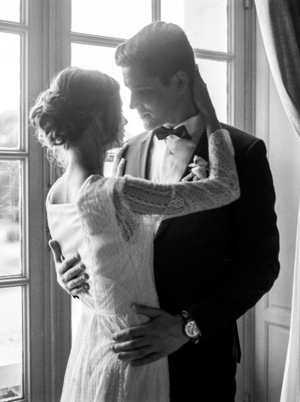 couple portrait, film photography, black tie wedding, luxury wedding, Loire Valley wedding designer