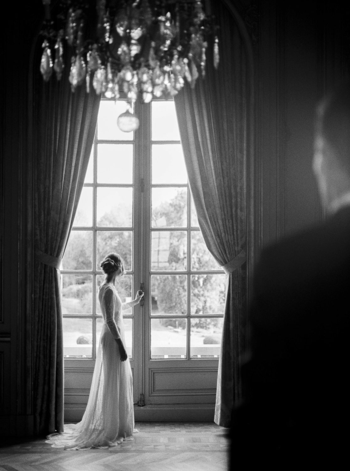 first look, luxury wedding, chateau d'artigny, Loire Valley destination wedding, creative director