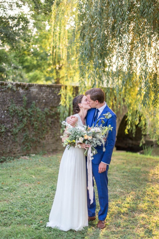 organic wedding, natural wedding, authentic wedding, white and yellow wedding, bride and groom, organic bridal bouquet, white and yellow bouquet