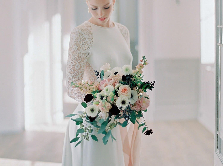 romantic bridal bouquet, luxury florist, Bastide de Toursainte, fineart wedding, blush pink, anemones, roses