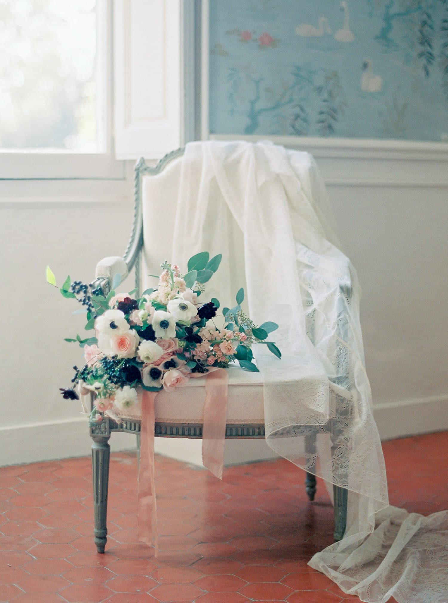 elegant-fineart-boudoir-session-in-Bastide-de-Toursainte-Veronique-Lorre-luxury-wedding-floral-designer-25