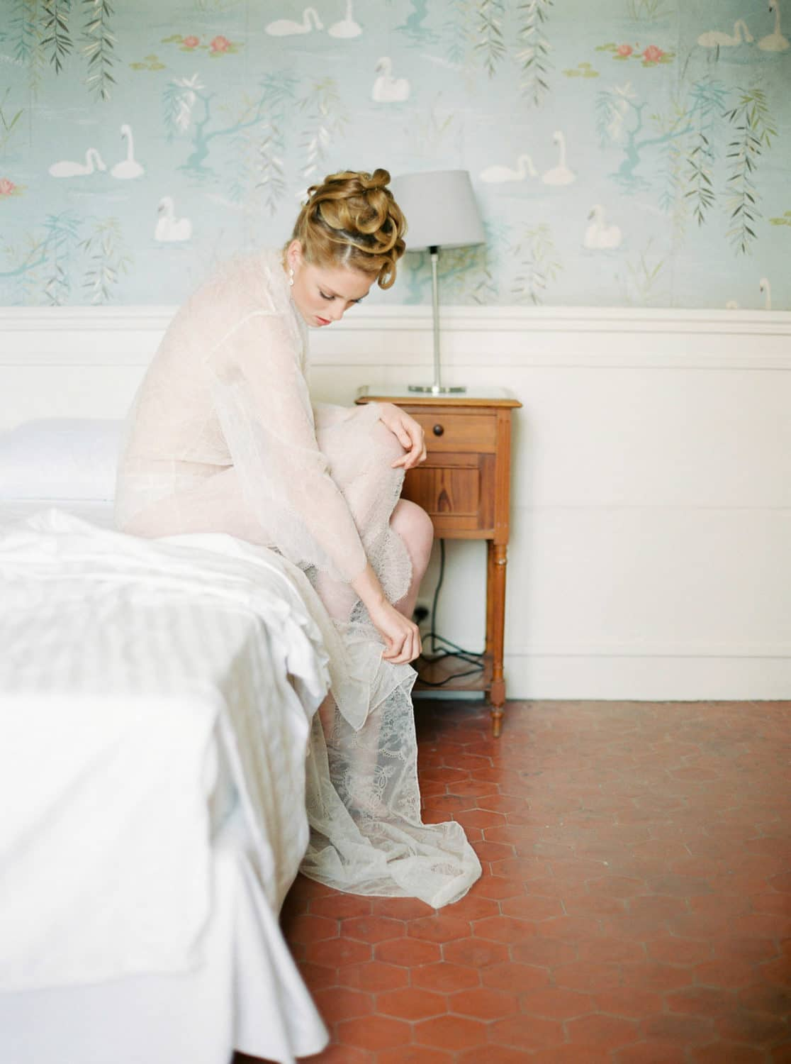 fineart photgraphy, fineart bridal boudoir session, creative director, brand stylism